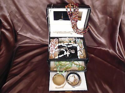 Job Lot of 22 items of mainly vintage jewellery incl 925 silver ring - Lot 1
