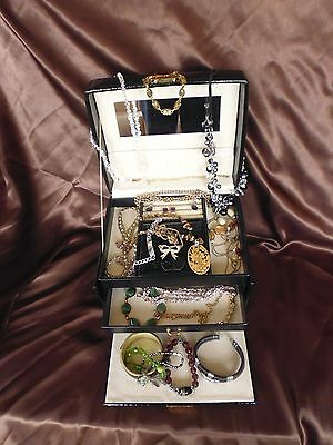 Job Lot of 20 mainly vintage pieces of jewellery incl. 925 earrings - Lot 4