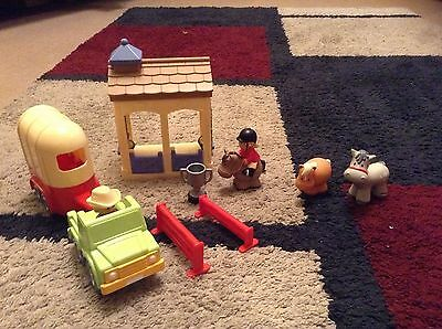 ELC Happyland  Stables with horserider, 3 horses, figures & accessories