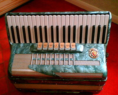 Authentic  vintage Italian Marinucci 120 Bass piano accordion
