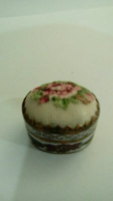 Vintage embroidered pill box floral design