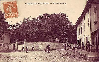 "Cpa  St Quentin Fallavier "" Place De Montjay""  Animee  Rare"