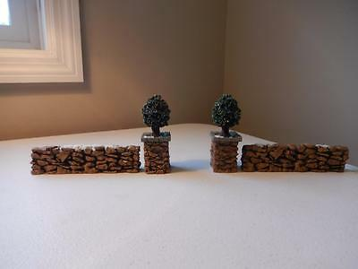 Department 56 Village (2) Holly Shrub Trees & (2) Stone Wall Sections