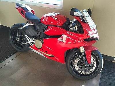2014 Ducati Superbike  2014 Ducati 1199 Panigale Superbike Red, Clean, only 3k miles!