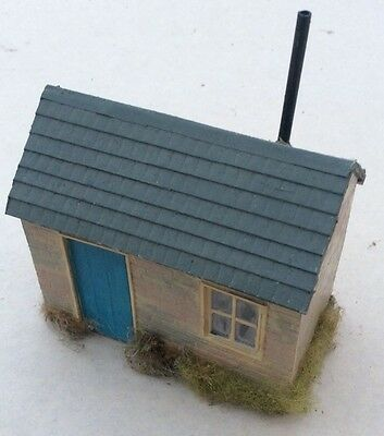 O gauge trackside hut. Used. Very Good Condition.