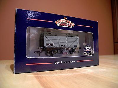 Bachmann 37-175 boxed 7 Plank with Coke Rail suit Hornby OO