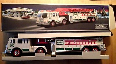 Hess Gas Station Collectible Fire Truck 2000 Vintage Orig Box Lights Horn Sirens