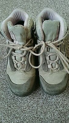 Girls walking hiking boots size 10.5 infant Quenchua