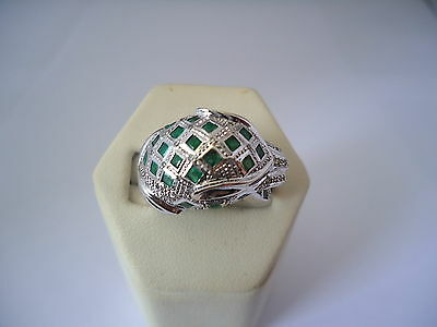 SPLENDIDE BAGUE PANTHERE EN OR 18K DIAMANTS EMERAUDES ET RUBIS or 18 carats