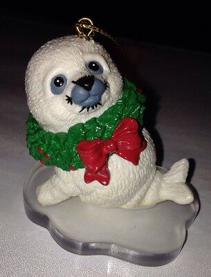 1995 Current Endangered Young'uns White Seal Wreath Christmas Morehead Ornament