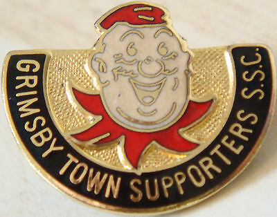 GRIMSBY TOWN FC Rare  SUPPORTERS CLUB Badge Brooch pin In gilt 26mm x 21mm