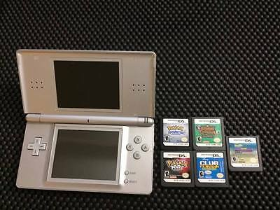 Nintendo DS Lite including : 5 GAMES  (Pokemon Soul Silver Included)