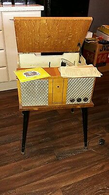 Vintage Champion Record Player With Gerrard.121/mk11