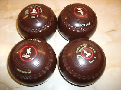 Thomas Taylor International Lawn Bowls (Size 4 Medium) with Bag and Carrier