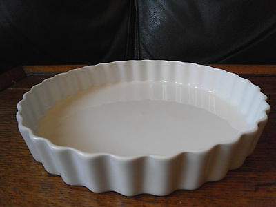 Royal Worcester plain white quiche or flan dish, 22.5 x 3.5cms,lot's more use!!!
