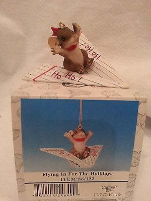 FITZ & LOYD CHARMING TAILS Flying in for the Holidays Ornament 86/122