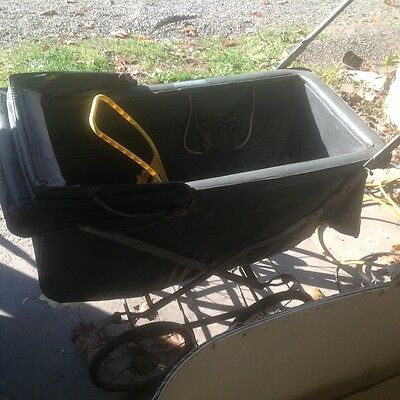 VINTAGE BABY BUGGY CARRIAGE with WICKER BABY basinett?