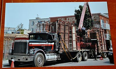 8X12 Photo Old International Eagle Truck With Crane In Montreal Quebec 2009