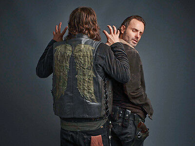 Andrew Lincoln and Norman Reedus UNSIGNED photo - H3523 - The Walking Dead stars