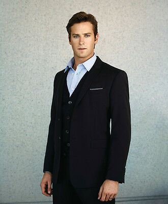 Armie Hammer UNSIGNED photo - H3533 - HANDSOME!!!!!
