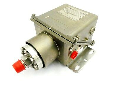 DELTA CONTROLS PRESSURE SWITCH  - AS210AG30HJ02   -1 to 1.5 Bar