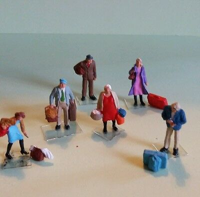 Preiser ho/oo figures/people at the train station with luggage handpainted