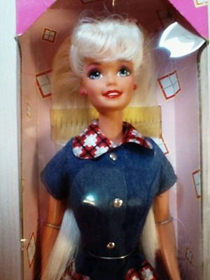NRFB Barbie Style 18219 - 90s doll