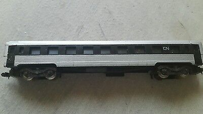 A model railway coach in N gauge by Lima unboxed