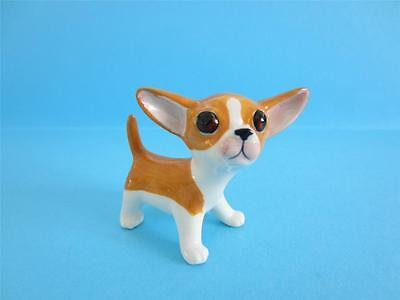 NEW DOG CHIHUAHUA FIGURINE SO CUTE AND POPULAR DOG GREAT PRICE *Mint*