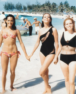Martine Beswick & Luciana Paluzzi UNSIGNED photo - H3846 - James Bond