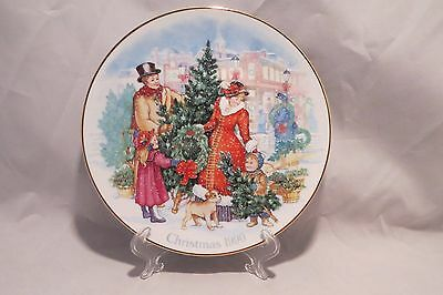 Bringing Christmas Home 1990 Avon 22K Gold Trimmed Collectible Christmas Plate