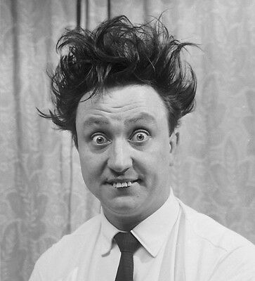 Ken Dodd UNSIGNED photo - H7060 - Comedian, singer-songwriter and actor