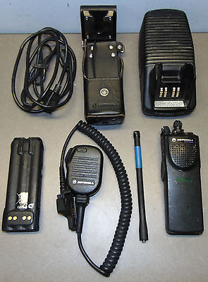 Motorola ASTRO XTS3000 H09KDC9PW5BN VHF Radio Mic Antenna Battery Charger Case