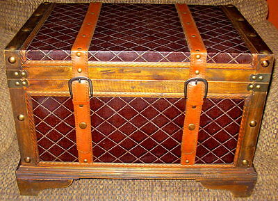 Medium Wood Trunk/Wooden Treasure Chest