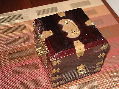 Vintage Chinese/asian Lacquered Wood Jewelry/trinket Box W/brass Accents
