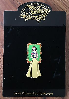 Disney Auctions Snow White in Floral Frame Flowers LE 250 Pin NEW ON CARD