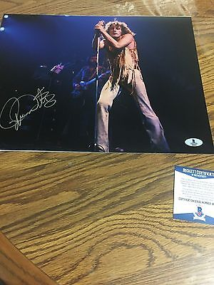 Autographed Roger Daltrey 11-14 Photo Beckett Certified Signed Pose 4 The Who