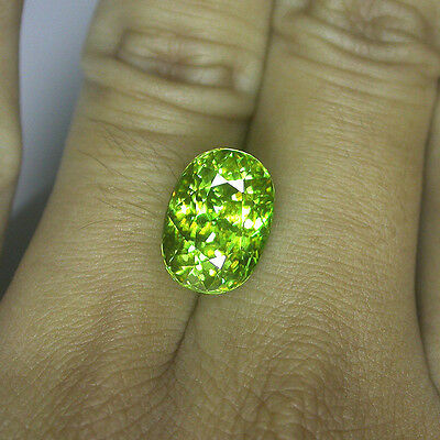 9ct. HUGE RARE QUALITY FULL SPARKLING WITH RAINBOW REFLEX NATURAL GREEN SPHENE