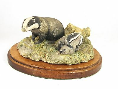 Vintage Border Fine Arts badger RW3 WWF Chiltern Collection on wooden plinth