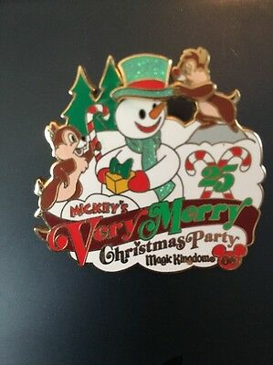 Disney Pins Christmas Party Chip And Dale Limited Edition