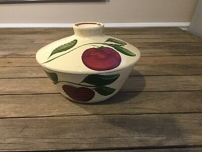 Watt Apple Pottery Oven Ware NO. 601 RIBBED COVERED CASSEROLE  (R18-9 NO.7)