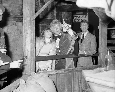John Levene, Jon Pertwee & Katy Manning UNSIGNED photo - H4389 - Doctor Who