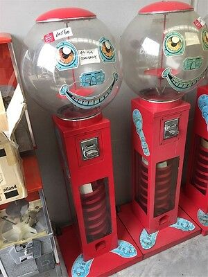 Red bouncing ball machine, $2 vending machine