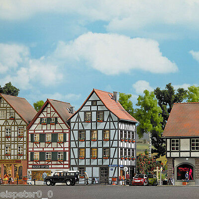 Busch 1536, Old Town Corner House, H0 Building Kit 1:87