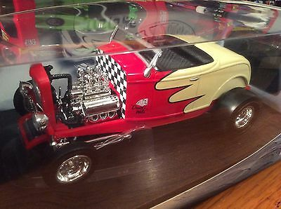 100% Hot Wheels 1/18 1932 Ford Roadster Hot Rod ! Item 55428
