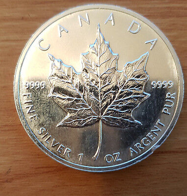 1 oz Silver Bullion Canadian Maple Leaf Coin [1995] slightly discolored dented