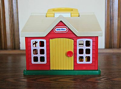 Vintage LITTLE TIKES Toddle Tots School House with 3 Toddle Tots