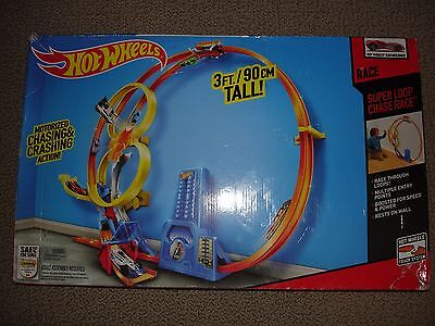 Hot Wheels Super Loop Chase Race Trackset (Discontinued by manufacturer) BGJ55