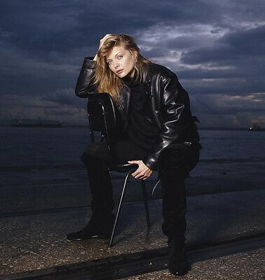 Michelle Pfeiffer UNSIGNED photo - H4867 - GORGEOUS!!!!