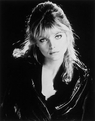 Michelle Pfeiffer UNSIGNED photo - H4876 - Grease 2